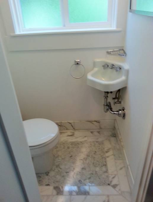 airbnb%20powder%20room