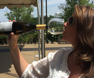 wine-bottle-guzzle-buddy-300x250